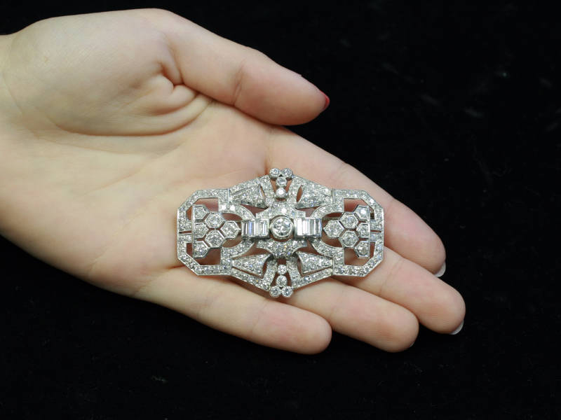 FRENCH ART DECO PLATINUM AND DIAMOND BROOCH