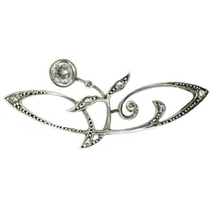 Stylish Art Nouveau bar brooch with diamonds
