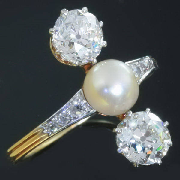 Antique three stone engagement ring pearl diamond Afbeeldingen door Adin Ant