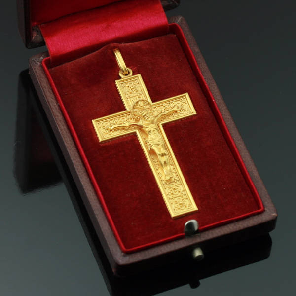 Victorian cross, beautiful elaborated neo Etruscan gold crucifix from Italy (image 3 of 7)