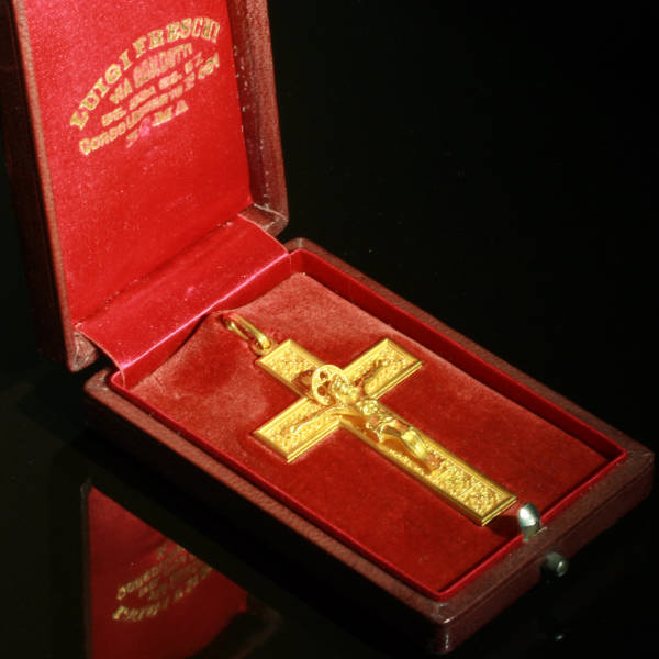 Victorian cross, beautiful elaborated neo Etruscan gold crucifix from Italy (image 4 of 7)
