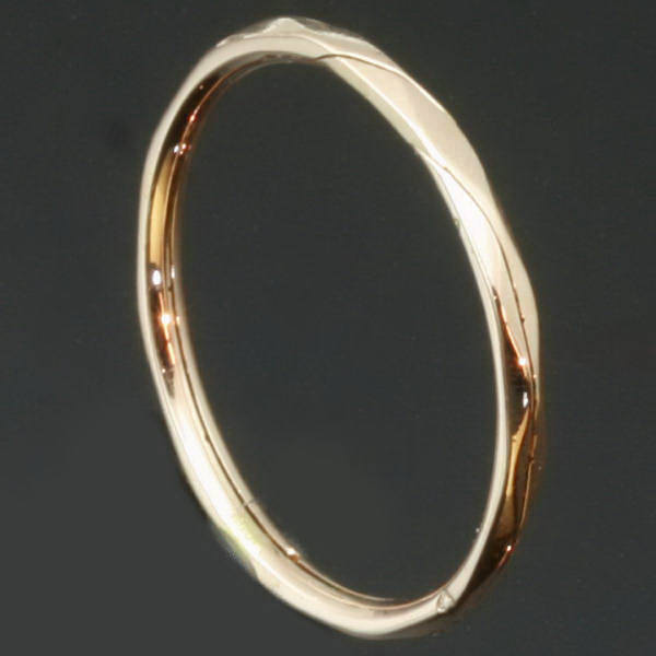 Romantic Victorian gold wedding band