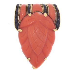 Truly magnificent Art Deco clip, typical Japonism, coral and carre cut onyx