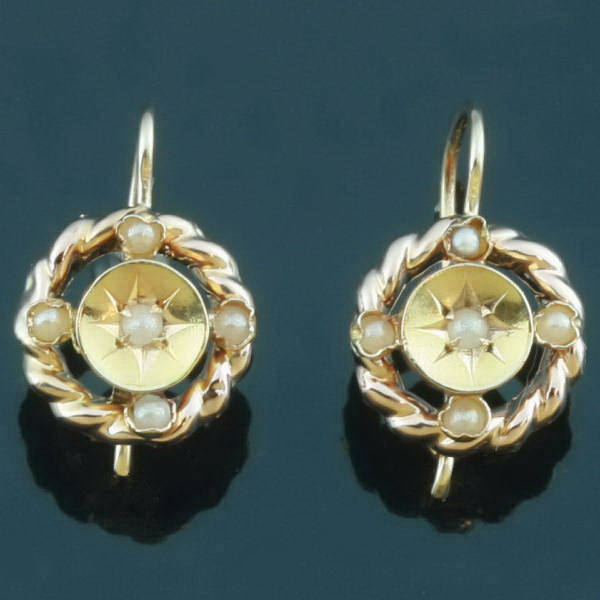 Charming Victorian earrings with half seed pearls