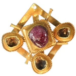 Late medieval early renaissance gold brooch