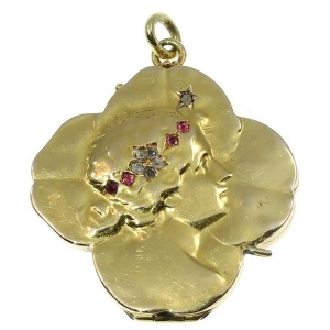 Typical Art Nouveau gold locket four leaf clover with woman head