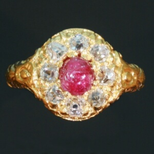 17th Century yellow gold ring with old mine cut diamonds and ruby