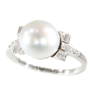 Art Deco ring with large pearl and diamonds