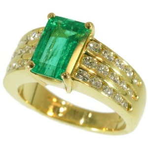 Vintage Kutchinsky 2.33 Carat Natural Emerald & Diamond 18 Karat Yellow Gold Ring