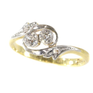 Estate engagement ring cross over or the romantic toi et moi