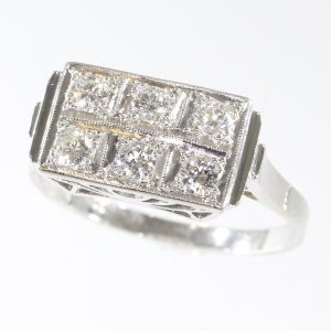 Art Deco Interbellum diamond platinum engagement ring
