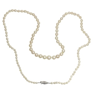Art Deco Vintage pearl necklace with diamond closure