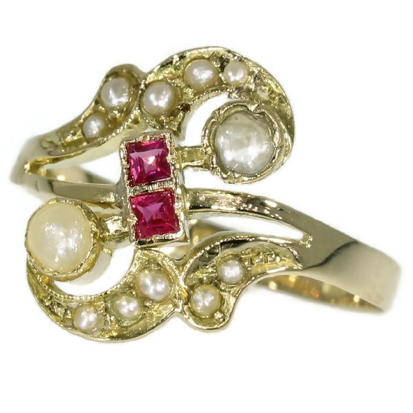 Antique ring with half seed pearls and carre rubies
