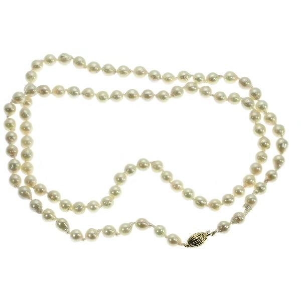 Estate pearl necklace with gold closure