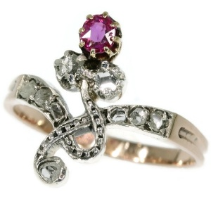 Elegant Victorian antique ring with ruby and rose cut diamonds