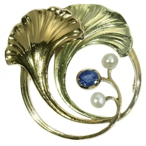 Art Nouveau two tone gold leaf brooch with sapphire and pearls