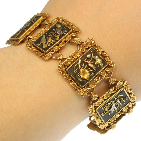 High quality gold Victorian bracelet in damascene or zougan or shakudo technique