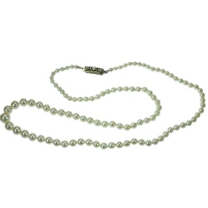 Vintage ascending pearl necklace
