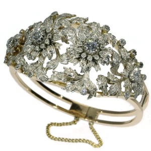 Impressive estate diamond bangle