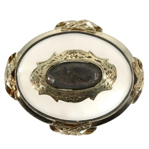 Antique brooch with chalcedony