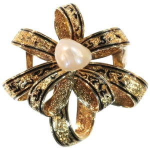 Antique gold brooch with natural pearl and enamel