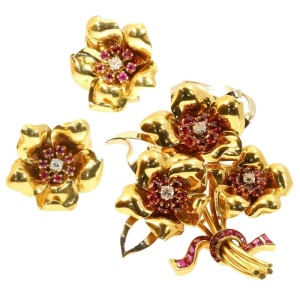 Decorative vintage gold Fifties parure brooch and earrings rubies and diamonds