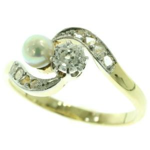 Antique Vintage toi et moi ring with diamonds and pearl