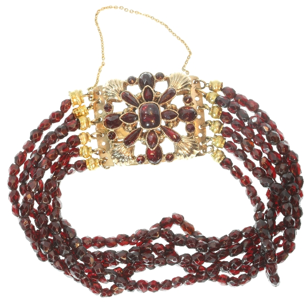 Antique Dutch garnet bracelet with gold closure