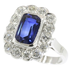 Wonderful 2.30 crt sapphire and 1.12 crt diamonds platinum Fifties dinner ring