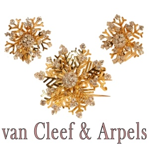 Dazzling Van Cleef & Arpels tricolour gold snowflake pendant and earrings topped with diamonds