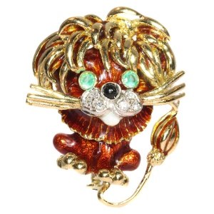 Vintage Fifties/Sixties gold lion brooch enameled with diamonds and emeralds
