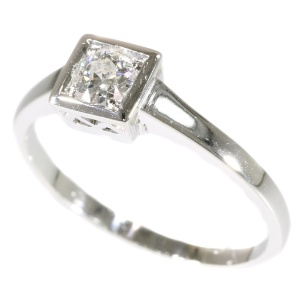 Charming diamond Art Deco engagement ring