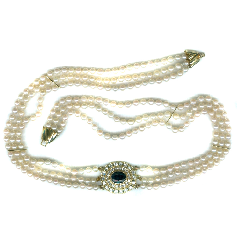 Classic 3 strings pearl necklace with diamond and sapphire center - 1980