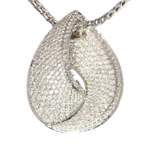 Stylish brilliant cut diamond white gold pendant and necklace (ca. 1990)