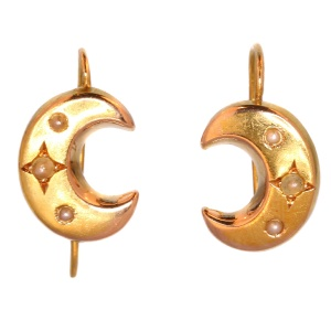 Victorian moon sickle pearl and gold earrings (ca. 1880)
