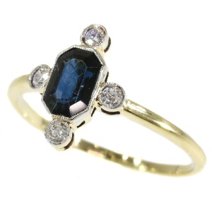 Art Deco yellow gold sapphire and diamond ring (ca. 1930)