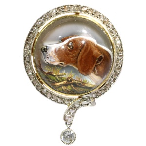 Gold diamond hunting brooch with picture of dogs head in English Crystal