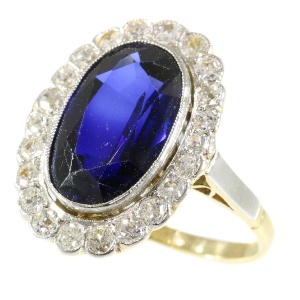 Vintage diamond and sapphire engagement ring model Lady Di