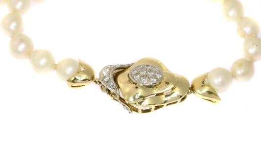 Vintage Seventies pearl sautoir (extreme long pearl chain) with gold and diamonds closure
