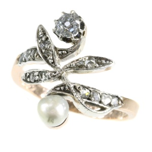 Charming Vintgage antique ring with diamonds and pearl
