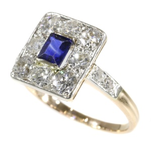Vintage Art Deco ring set with diamonds and sapphire