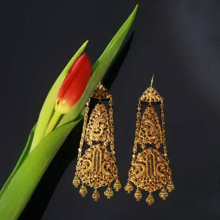 Antique gold filigree dangle earrings