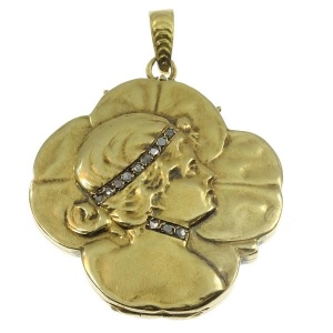 Typical Art Nouveau gold locket woman head on four leaf clover