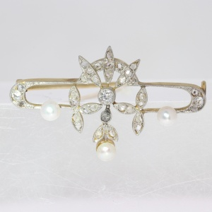 Belle epoque brooch with brilliant cut and rose cut diamonds and pearls