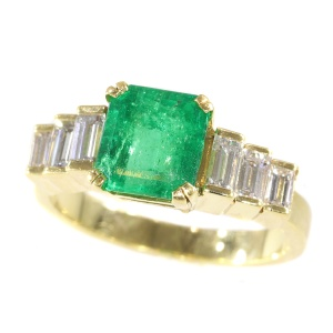 Vintage French estate ring with high quality Colombian emerald and baguette diamonds