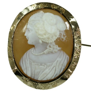 French Victorian shell cameo brooch in gold mounting