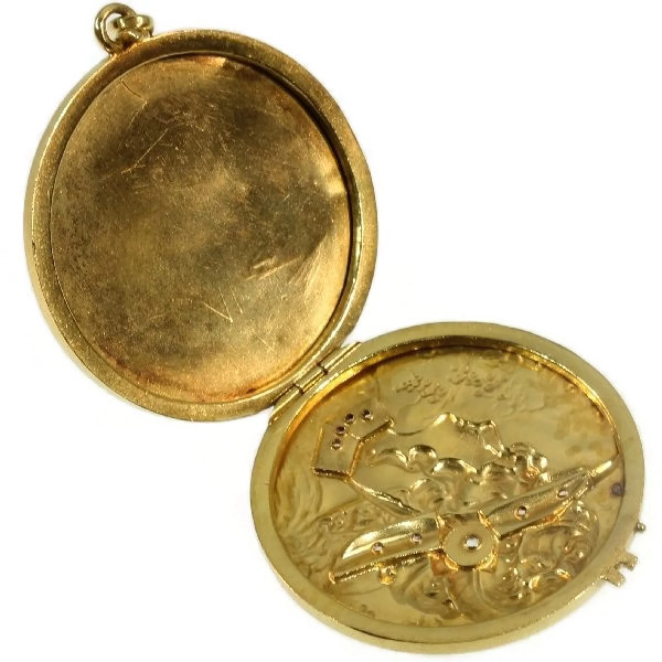 Late Victorian gold locket pendant set with rose cut diamonds