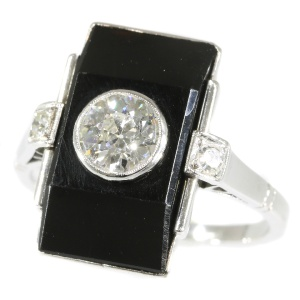Typical Art Deco ring with diamonds and onyx