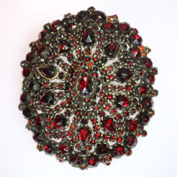 Stunning Bohemian garnet pendant-brooch with a hidden locket/medaillion - anno 1870