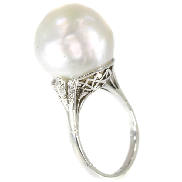 Platinum Art Deco ring with certified pearl and diamonds (ca. 1920)